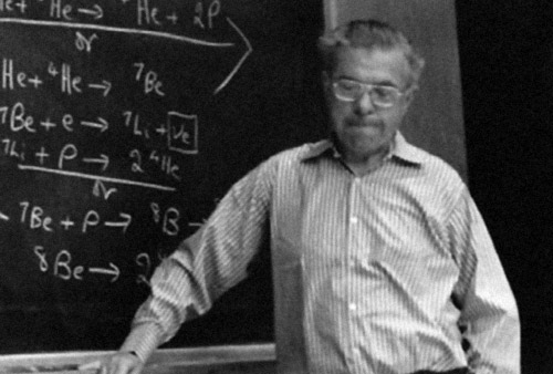 Fred Hoyle lecturing on solar neutrinos at Rice University, 1975.