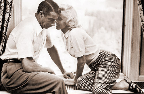 Marilyn Monroe with husband Joe DiMaggio (photo by Alfred Eisenstaedt)