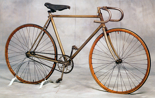 A racing bicycle from the turn of the century differs little in principle from modern racing bicycles used today.