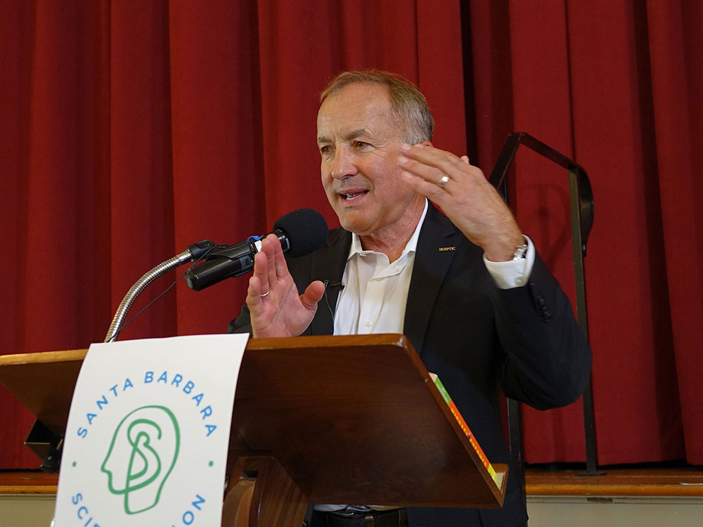 Dr. Michael Shermer speaking at Science Salon