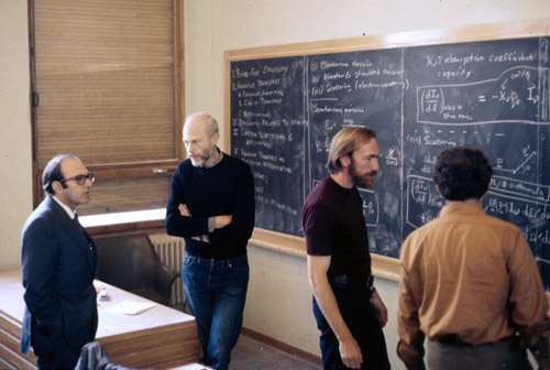 Discussion in the main lecture hall at the École de Physique des Houches (Les Houches Physics School), 1972. From left, Yuval Ne'eman, Bryce DeWitt, Kip Thorne.
