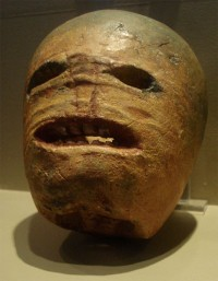 Early 20th-century Irish jack-o-lantern made from a turnip. Rannpháirtí anaithnid Wikimedia Commons [CC-BY-SA-3.0 (http://creativecommons.org/licenses/by-sa/3.0) or GFDL (http://www.gnu.org/copyleft/fdl.html)], from Wikimedia Commons
